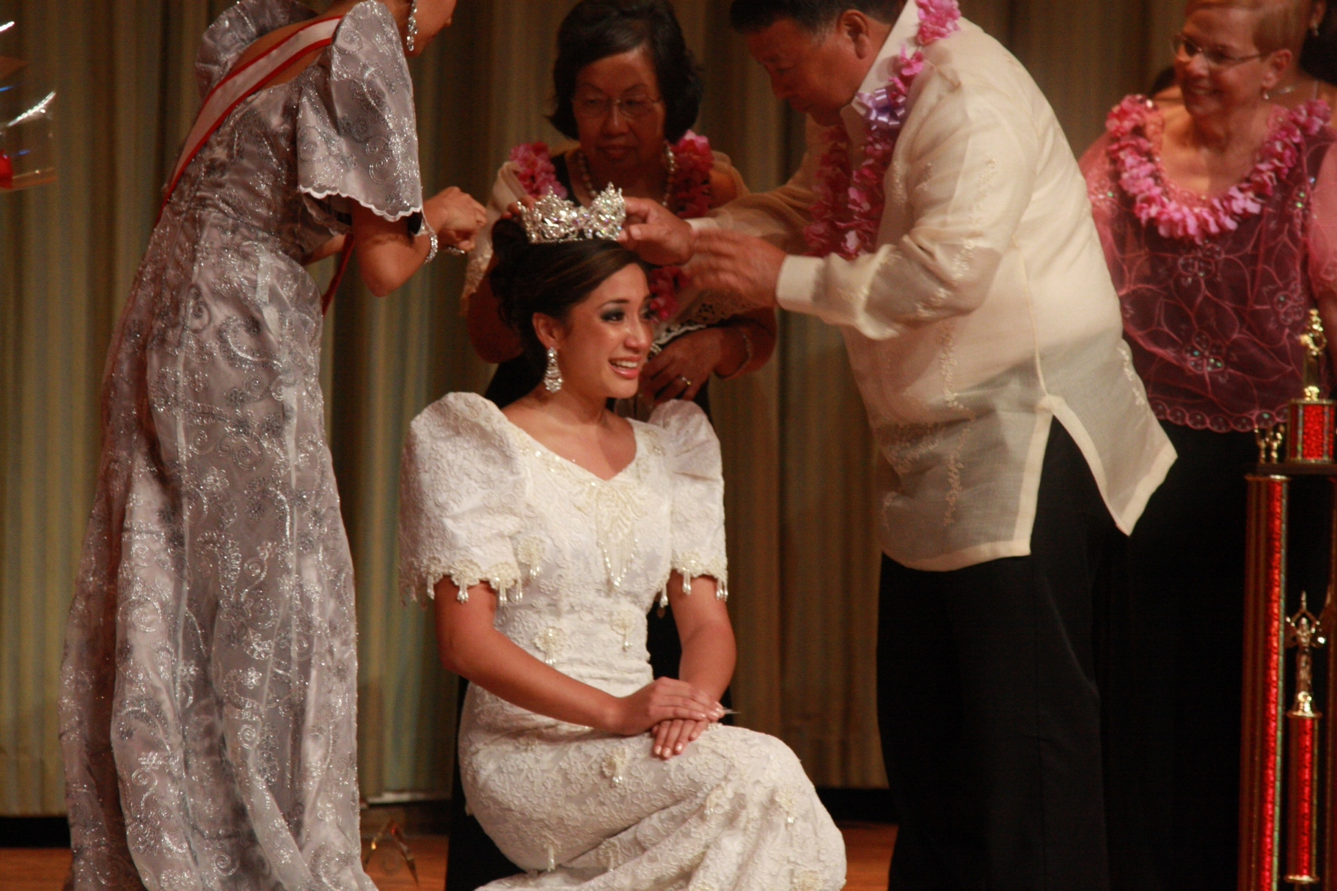The Mayor, Ann and Miss Maui Filipina 2010 crown Shelby