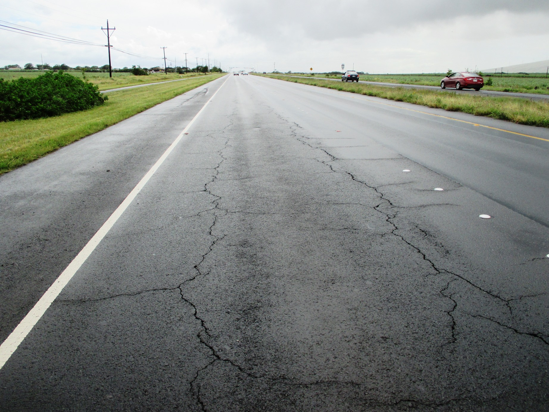 Cracks on Mokulele Hwy.
